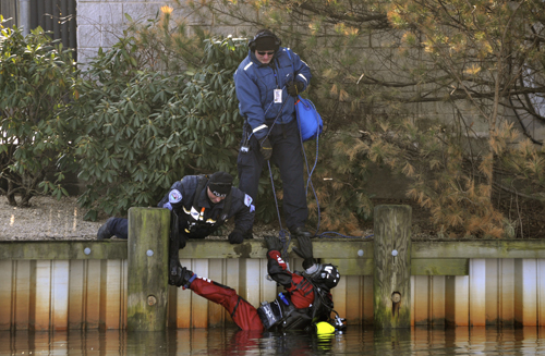 GIANNA VOLPE PHOTO | Southampton police divers search the Peconic River.